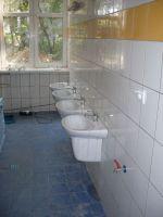 Biały montaż w łazienkach w przyziemiu