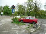 Place parkingowe przy Al. Łyska oraz przy zbiegu ul. Młyńska Brama i Al. Łyska w Cieszynie  przed rozpoczęciem realizacji projektu współfinansowanego przez Unię Europejską.